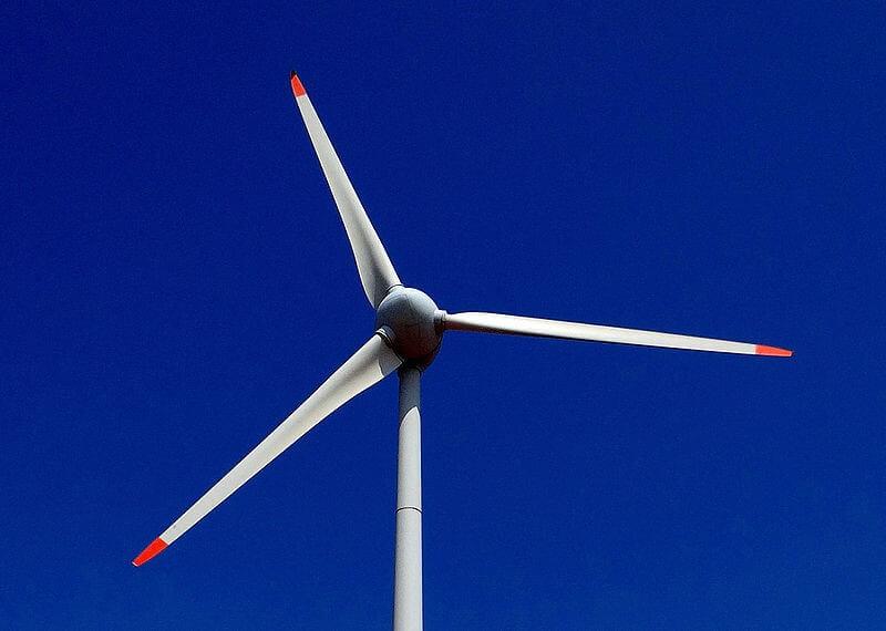 Estudiante de la U. Nacional diseña hélice que genera energía con el agua, el viento y el sol